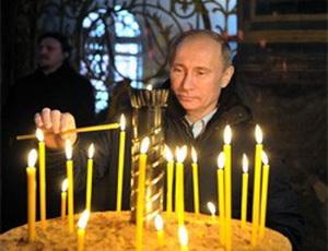 Путин поклонился иконе, которой благословляли на царство