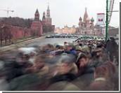 Митинговать на Васильевском спуске можно будет только с президентского разрешения / Медведев ужесточил правила проведения массовых мероприятий на территории Кремля