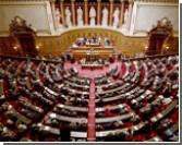 Французский Сенат ввел уголовную ответственность за отрицание геноцидов / Последний шаг - подпись Николя Саркози