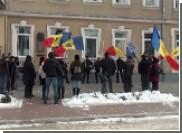 Председатель Конституционного суда Молдовы сбежал от протестующих