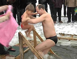 В Москве в крещенскую ночь искупались около 92 тысяч человек