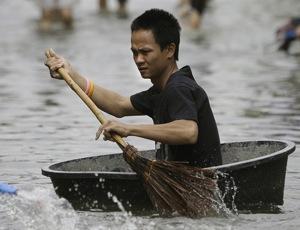 Число жертв наводнения в Таиланде превысило 800 человек