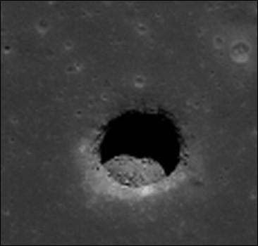 "На Луне обнаружили ""домики"" инопланетян. Фото"