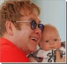 Элтон Джон впервые показал новорожденного сына. Фото