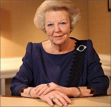 Королева Нидерландов отреклась в пользу старшего сына. ФОТО