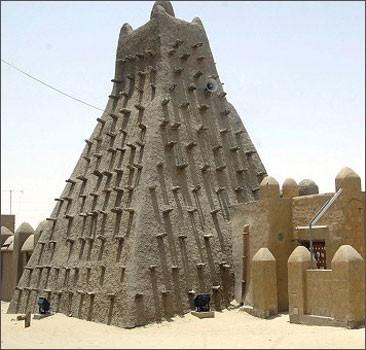Древние рукописи не сгорели - их успели спрятать от исламистов