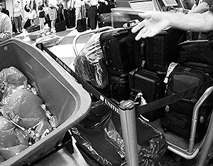 Авиапассажирам разрешат жидкости на борту после проверки