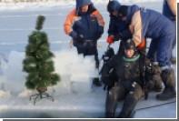 На дне Охотского моря установили новогоднюю елку