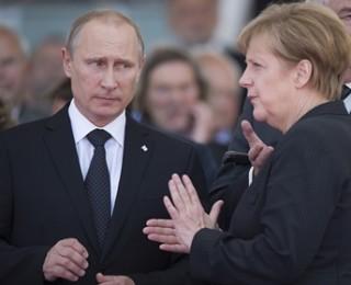 Путин обсудил ход переговоров в Минске с Олландом и Меркель