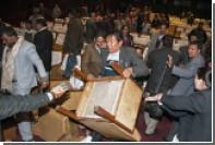 В парламенте Непала подрались из-за конституции