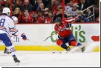 В матче НХЛ Овечкин шайбой разбил камеру в воротах
