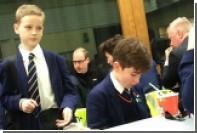 Принц Уильям прилетел на обед в школьную столовую