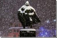 В Польше снегопад превратил статую госдеятеля в Дарта Вейдера
