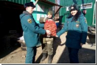 Спасатели подарили козлу Тимуру мешок морковки