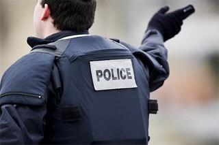 В Париже застрелили грозившего взорвать полицейский участок мужчину с ножом