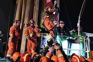 Китайских горняков подняли из-под завалов через месяц после обрушения шахты