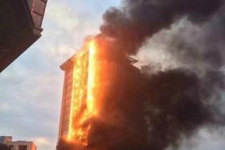 Многоэтажный отель загорелся в Китае