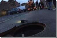Во время наводнения в Бельгии двух человек затянуло в канализацию