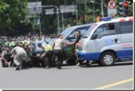 Бронетехника прибыла к месту терактов в Джакарте