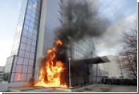 В Косово демонстранты забросали коктейлями Молотова правительственное здание
