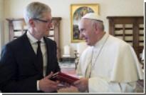 Папа Римский на встрече с Тимом Куком назвал интернет «божьим даром»