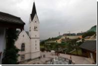 В австрийской деревне стали нанимать вышибал для охраны церквей от туристов