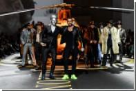 На показе Billionaire на подиум выставили золоченый вертолет