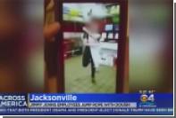 Сотрудника ресторана во Флориде уволили за прыжки через скакалку из теста