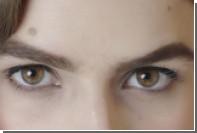 Вековую эволюцию моды на брови показали на видео