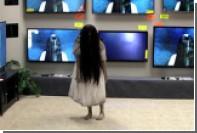 Девочку из хоррора «Звонок» спрятали за телевизор в магазине техники