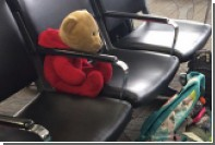 Девочке вернули потерянного при стрельбе в аэропорту Флориды плюшевого медведя