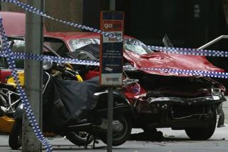 Врезавшийся в толпу автомобиль задавил трех человек в Мельбурне