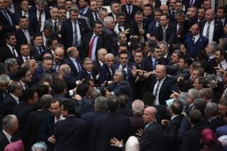 Турецкий парламент одобрил в первом чтении изменения в Конституцию