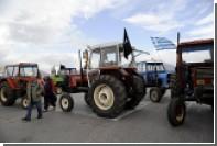 Греческие фермеры начали блокировать дороги тракторами из-за роста налогов