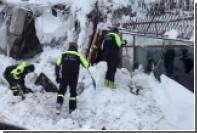 Число жертв схода лавины на отель в Италии выросло до 9