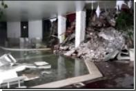 Появилось видео из оказавшегося под лавиной итальянского отеля