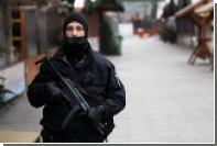 Пырнувшей ножом полицейского немке дали шесть лет тюрьмы