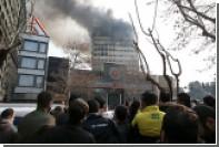В результате обрушения здания в Тегеране погибли 30 пожарных