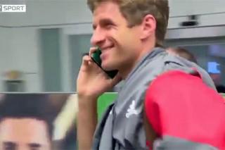 Футболист «Баварии» Мюллер избежал общения с журналистами с помощью паспорта