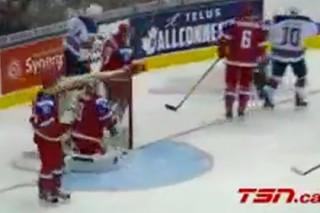 Появилось видео лучших моментов матча Россия — США на молодежном ЧМ по хоккею