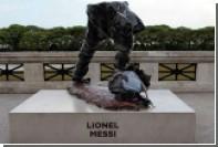Вандалы осквернили статую Месси в Буэнос-Айресе