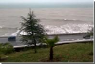 Гигантская волна уничтожила самый большой пляж Сочи