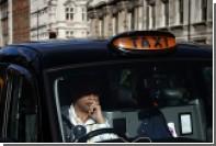 Грабительница напугала таксиста голой грудью