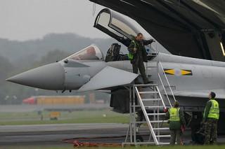 Британцы подняли истребители на перехват российских самолетов
