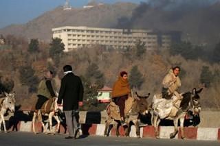 Несколько десятков человек погибли при атаке террористов на отель в Кабуле