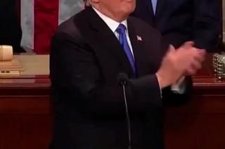 Рукоплещущий себе Трамп не мог остановиться шесть минут