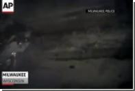 Спасение полицейскими в США людей из горящей машины попало на видео