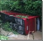 Автобус с пассажирами рухнул в 120-метровую пропасть
