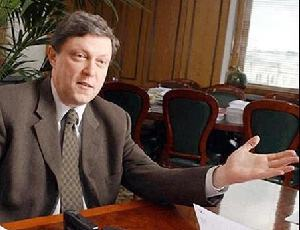 """В Петербурге сборщики подписей за Явлинского требуют свои деньги / Они утверждают, что """"Яблоко"""" до сих пор не заплатило им за работу"""