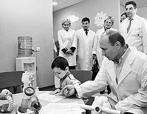 Владимир Путин требует убрать препоны при усыновлении сирот